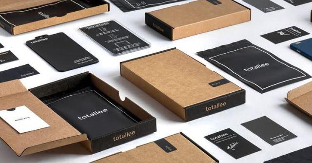totallee-case-packaging