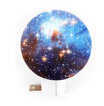 kikkerland-galaxy-night-light
