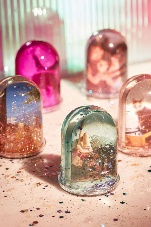 urban-outfitters-glitter-globes