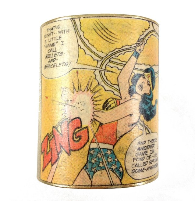 Wonder Woman Zing Cuff
